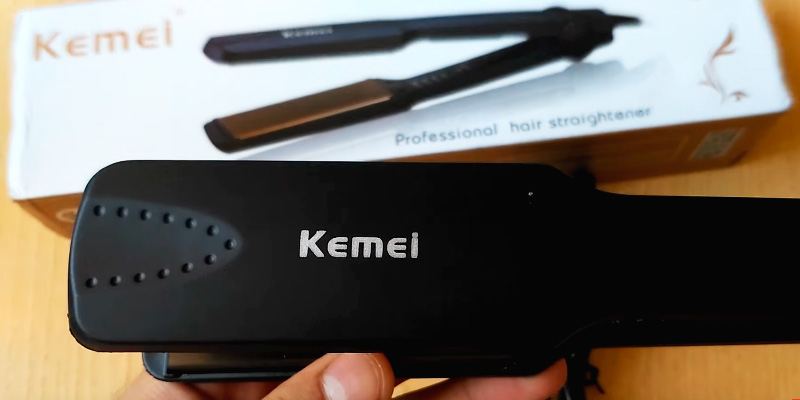 Kemei KM-329 Professional Hair Straightener application