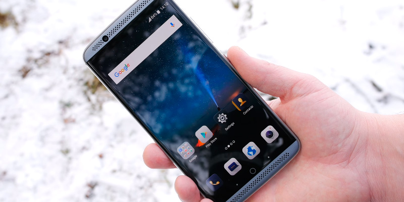 ZTE Axon 7 Unlocked Smartphone in the use