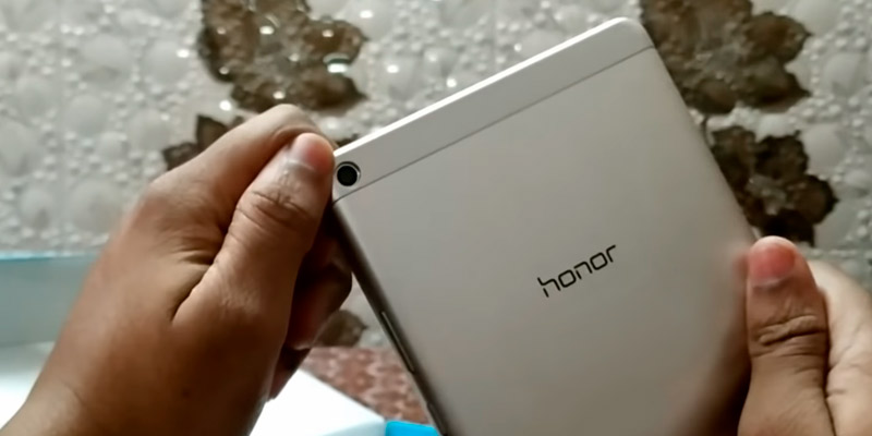 Honor Kobe-L09AHN MediaPad T3 Tablet in the use